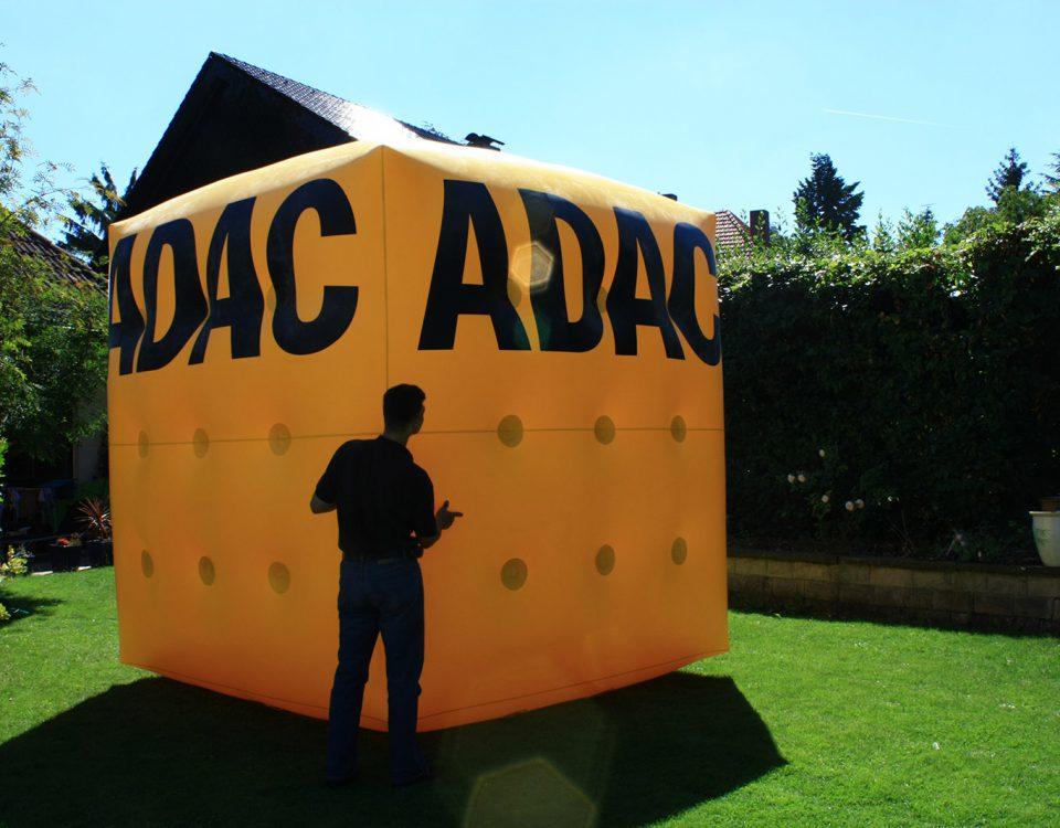 Hier haben wir einen Heliumwürfel für den ADAC erstellt. Diese massigen Werbeträger werden immer gesehen.