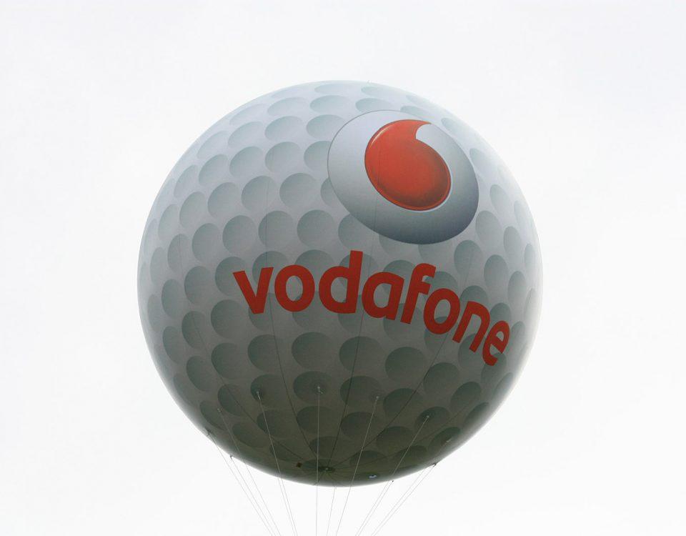 Auf Golfturnieren sind diese fliegenden Golfbälle die perfekte Werbung.