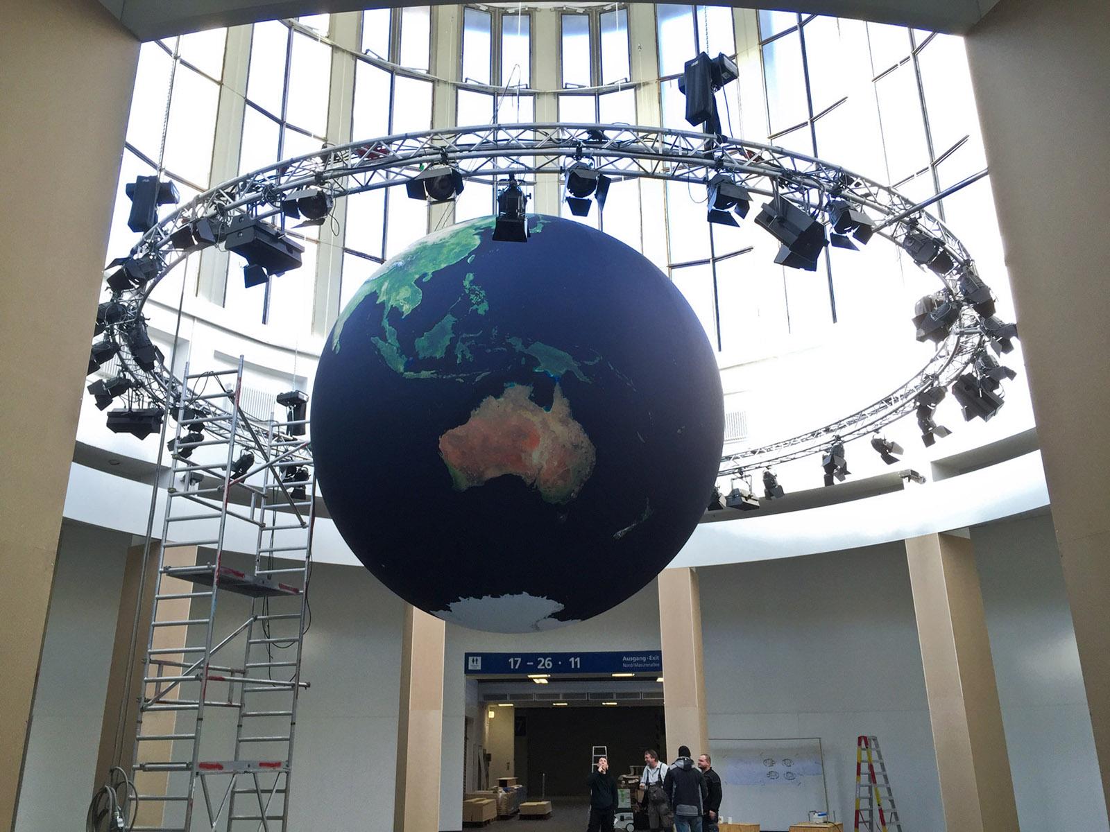ITB - Globus-Ballon mit 5 Metern Durchmesser