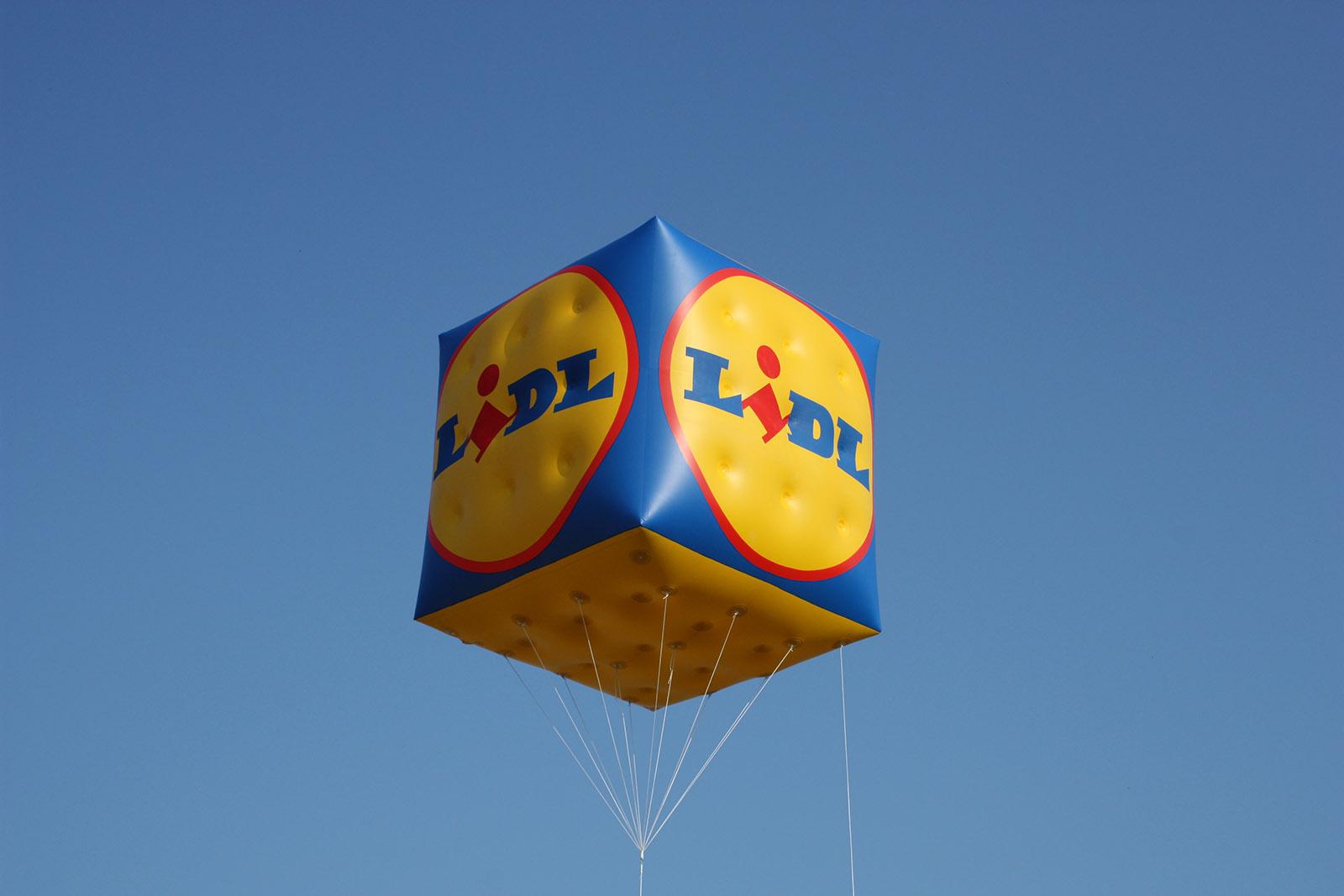 Ein großer Helium-Würfel, den wir im Auftrag für LIDL erstellt haben.