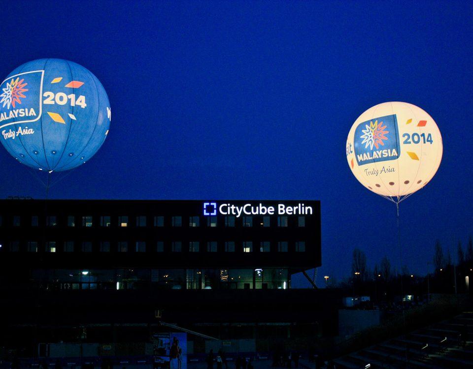 Leuchtballons für Malaysia, Eye-Catcher in der Nacht.