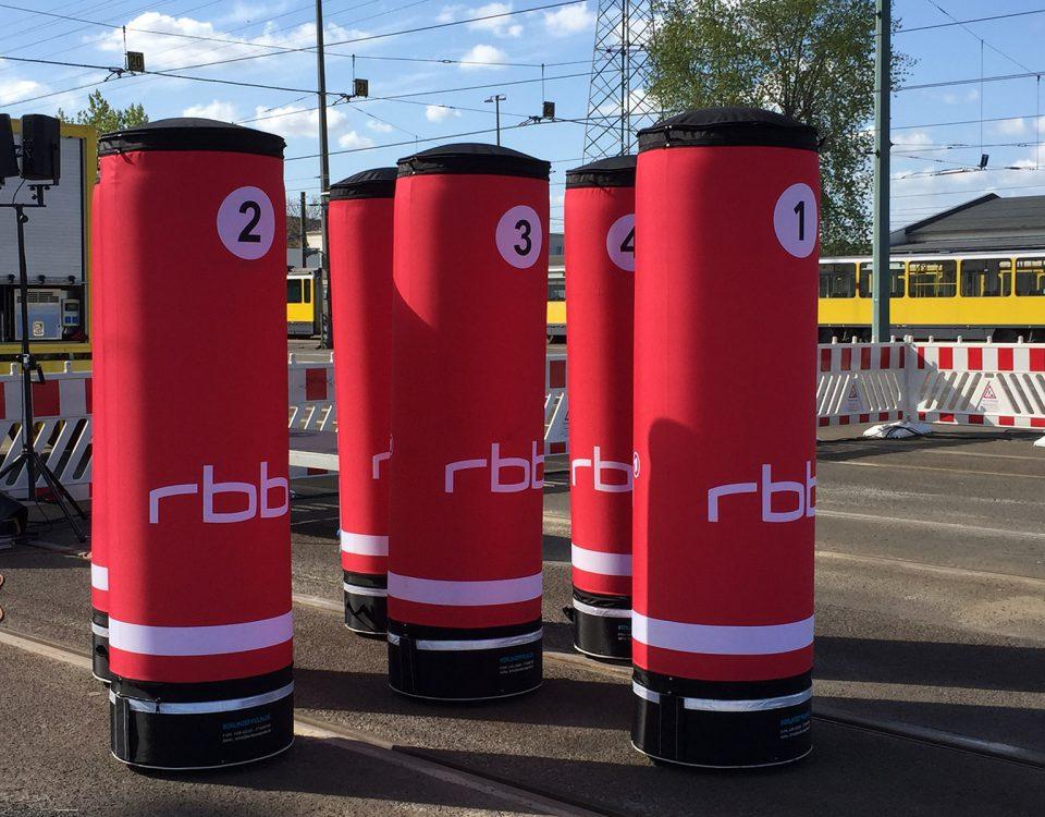 Aufblasbare Werbesäulen -für ein Event des RBBs.