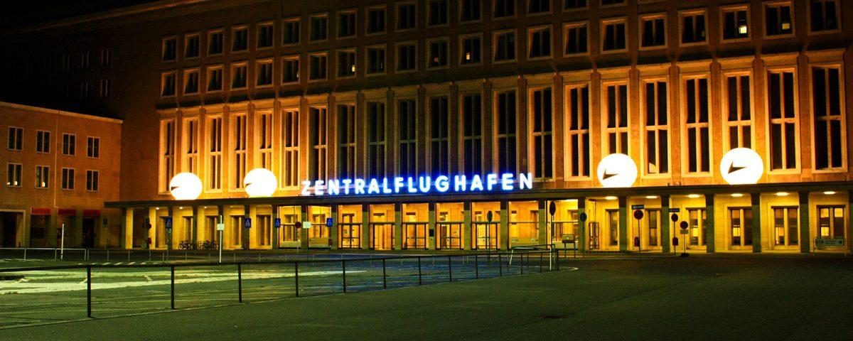 Helium-Ballons als Beleuchtung am Flughafen Tempelhof.