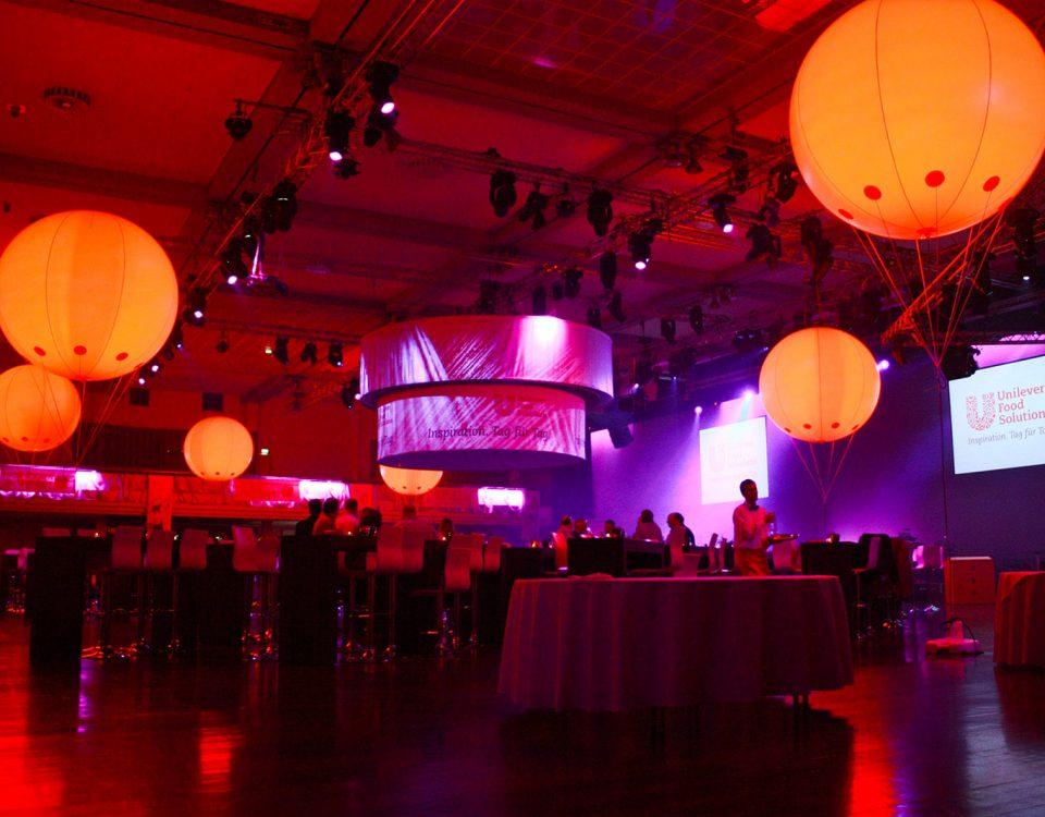 Beleuchtete Helium-Messebalons für Unilever