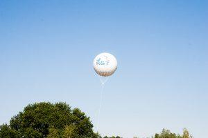Hier ein Beispiel für einen Golfball-Heliumballon, der für R&T die Werbetrommel gerührt hat.
