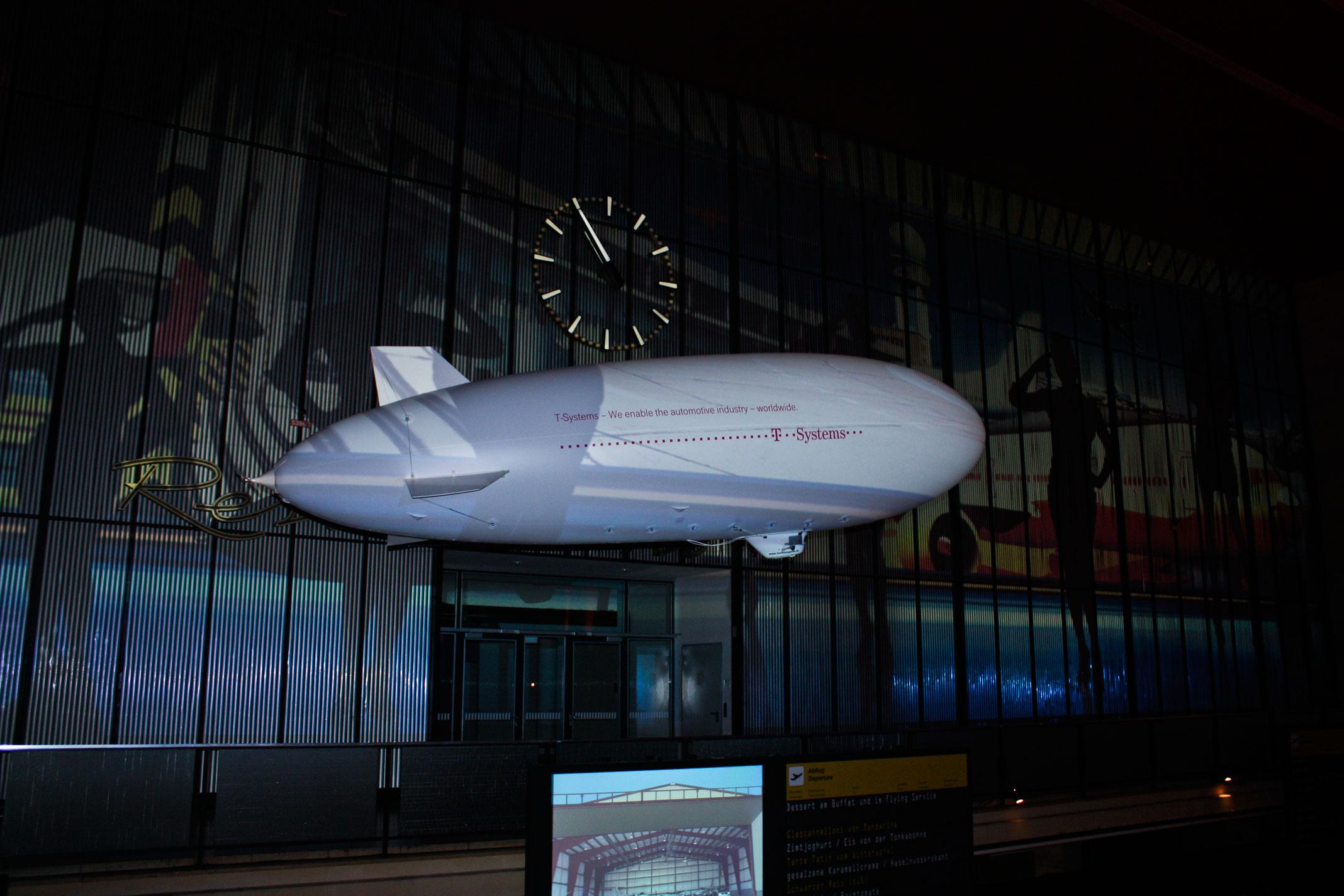 ferngesteuerter-Zeppelin-Flughafen-Tempelhof